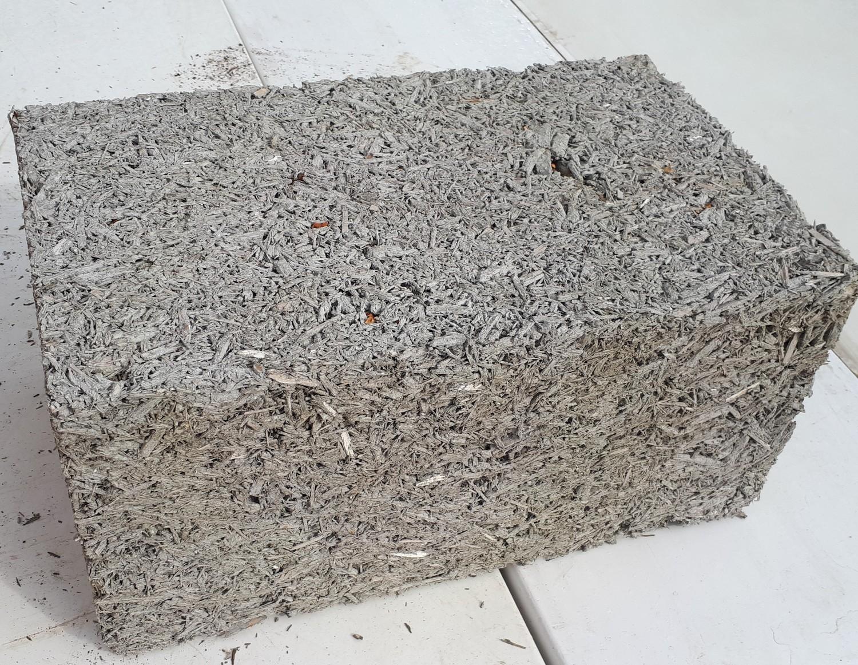 Арболитовый блок размером 250 х 300 х 500 мм